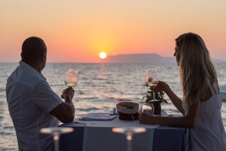 celeb couple dinner date at beach